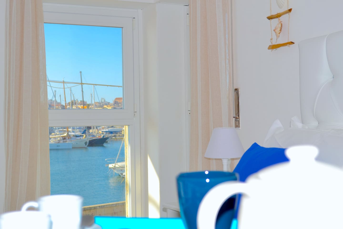 room with sea view and Ortigia View, and with bathroom en suite