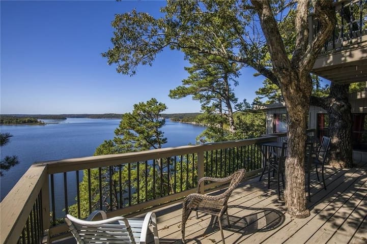 Lake House with Private Pool at Beaver Lake!