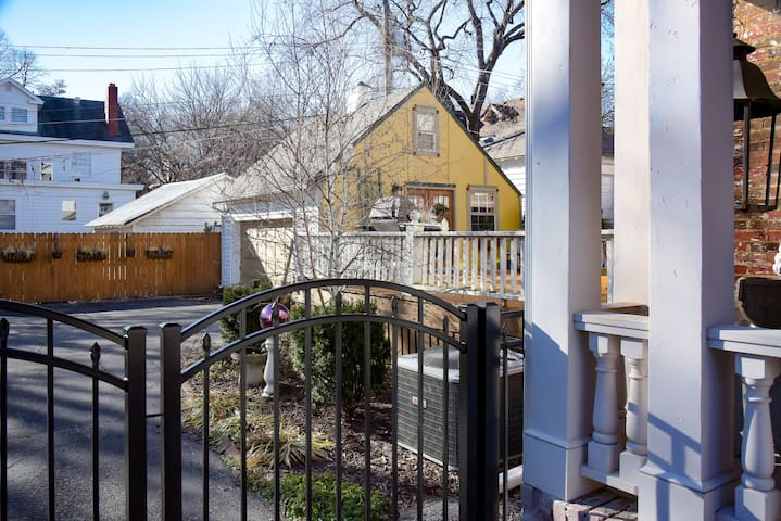 Private Carriage House for one guest. - Kansas City - Guesthouse