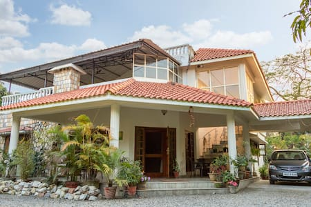 The Bungalow Retreat - Dehradun - Bed & Breakfast