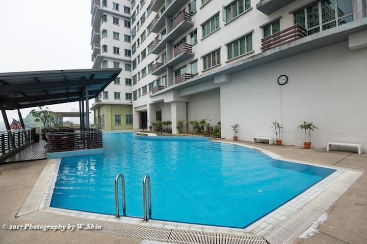 Windy & Relaxing Swimming Pool