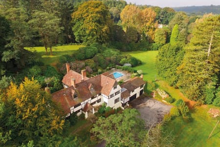 Hill Farm Haslemere, 23 Acres, Sleeps 12 - Haslemere