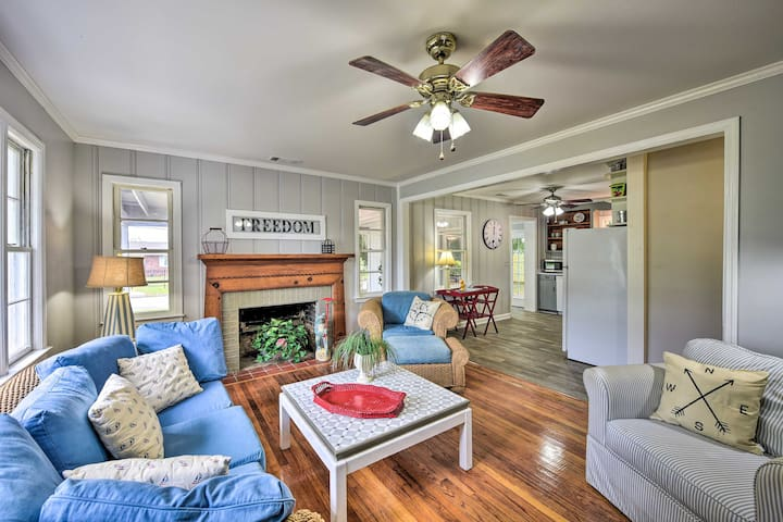 Beaufort Home w/Porch, 4 Mi. from Downtown!