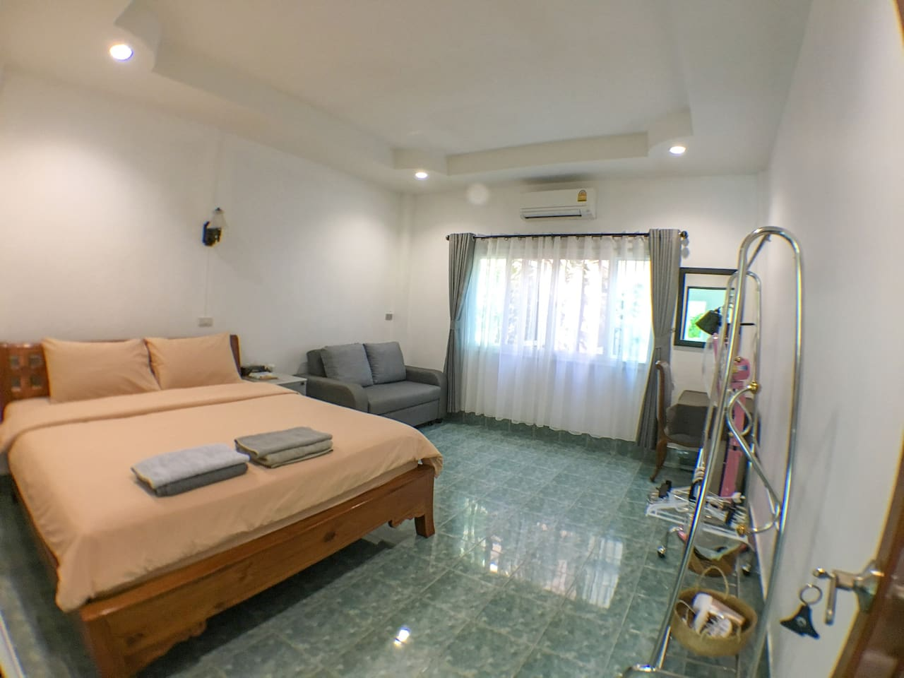 Homestay near Rama 8 bridge and park. Room is 19 sq.m with king size & sofa bed , air-condition, private bathroom and Internet WiFi.