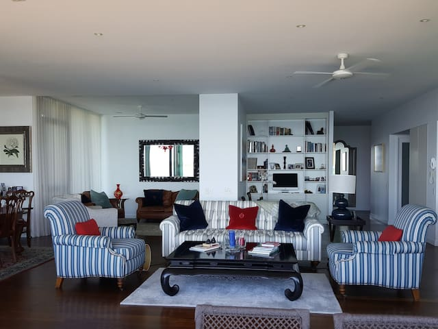 Beachfront Luxury 230 sqm apartment, Gold Coast - Hollywell - Apartamento