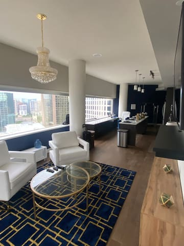 Beautiful Downtown Dallas High Rise Available NOW!