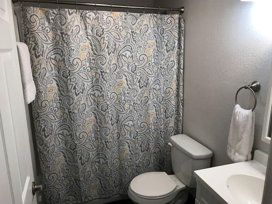 Full bathroom tub