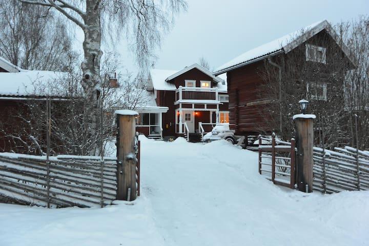Trivsam mblerad stuga i Vikarbyn, Rttvik. - Cabins - Airbnb