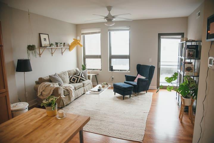 Sunny space in OTR - walk to bars/restaurants - Cincinnati - Apartamento