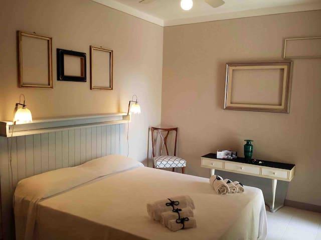 Camera sul mare a Quercianella