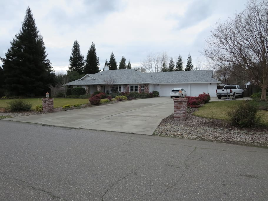 Clean and comfortable 3 bedroom home with beautiful landscaped backyard with pool, jacuzzi, and infrared sauna. Safe, quiet neighborhood.