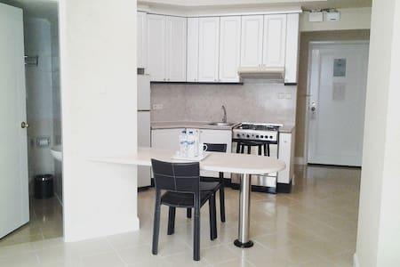 A Great Place to Live only at Batavia Apartments - Keski-Jakarta - Hotellipalvelut tarjoava huoneisto
