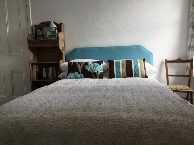 Lovely large single room in historic Chapel Street