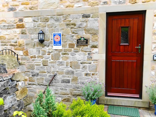 4 star Gold award  Fernside Cottage Self-Catering - Skipton - House