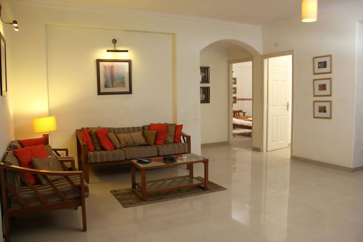 Secluded Two Bedroom Apt Upscale Leafy Civil Lines - Jaipur - Apartment