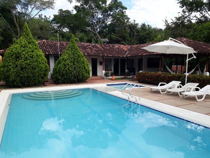 MELGAR-Casa-finca independiente linda con piscina