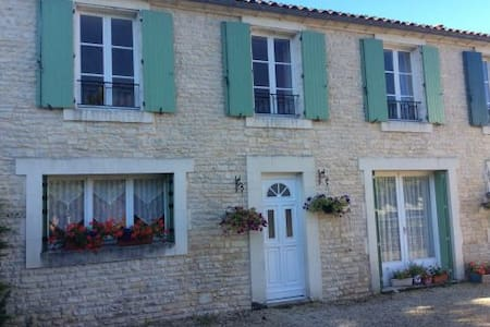 Petit Bijou 3 bedroom gite (holiday home) 3 star