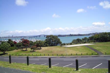 Quiet Bayswater - 10 mins from CBD! - Auckland
