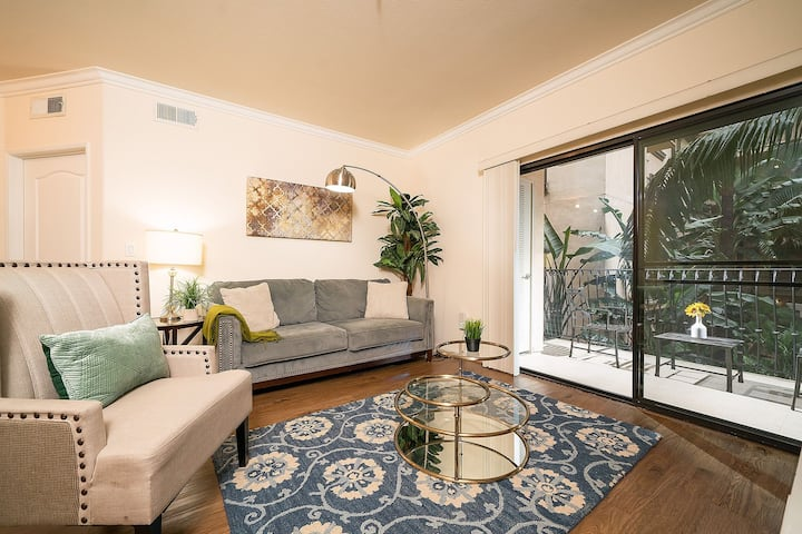 553102 Luxurious Dual-Master Suite