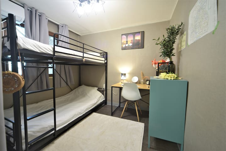 ★Your home in HongDae★ Double room # Very cozy!