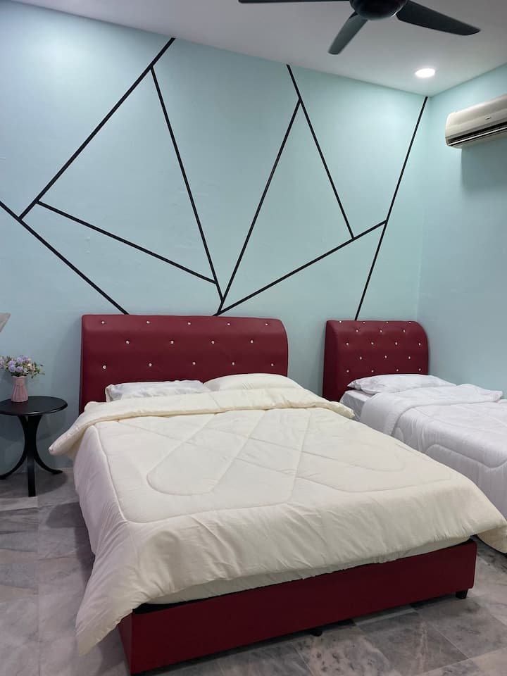Private Room. 2 beds. EE Summer Guest House