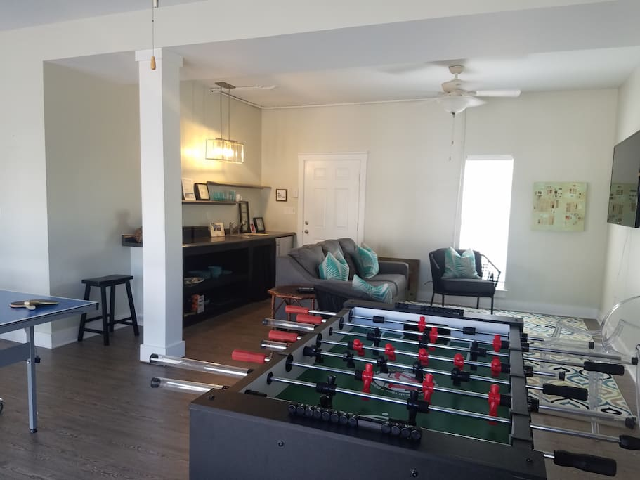 Game Room on 1st floor of Carriage with Ping Pong Table, Foosball and Flat Screen TV. Full Bath convenient to pool for showering.