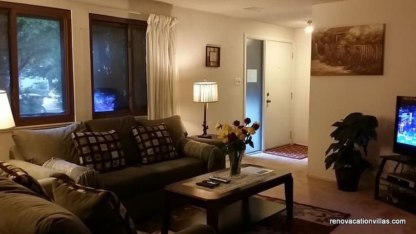 S. Reno 3BR/2BA Duplex House,Conveniently located