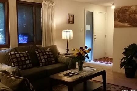 Conveniently located S. Reno 3BR/2BA Duplex House - Reno