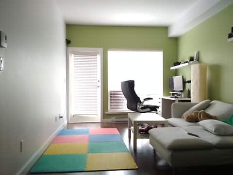 ✶✶ Entire Place 1-BD 7 min walk to skytrain✶✶