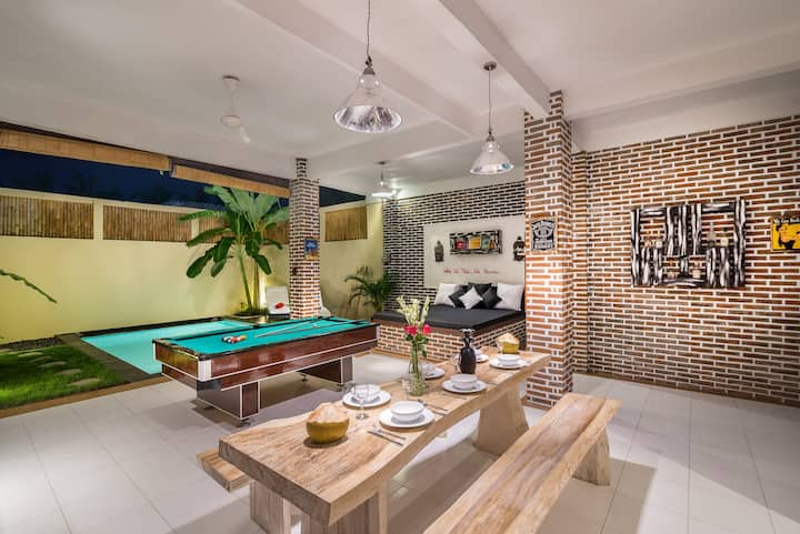 *Villa Bata 2*POOL TABLE*NEAR FINNS*BERAWA BEACH*