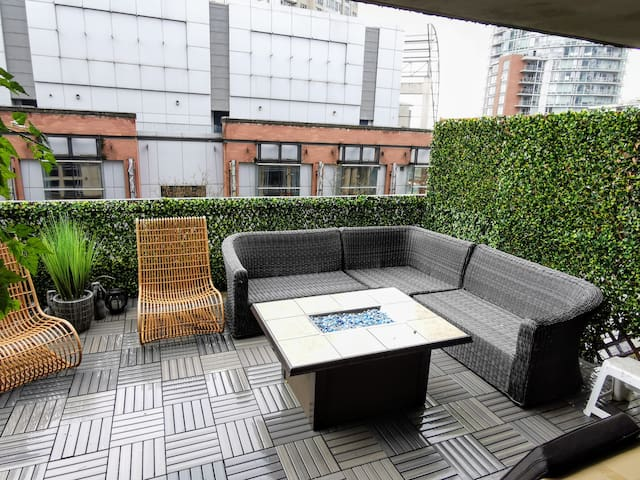 Modern 3 Bedroom Apartment with Private Patio