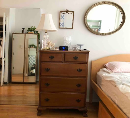 Lovely Private Bed/Bath East Williamsburg