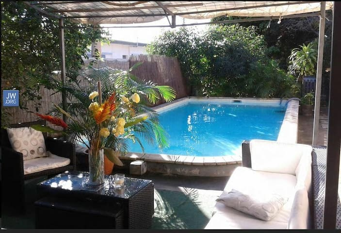 2 Bedrooms in Cosy house with swimming pool