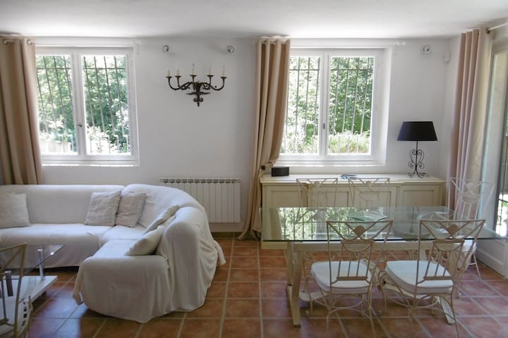 Charming 2 rooms in the heart of the greenery - Vence - House