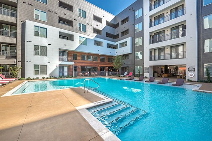 Cozy One Bedroom with Pool & Gym near Deep Ellum - Dallas - Lejlighed