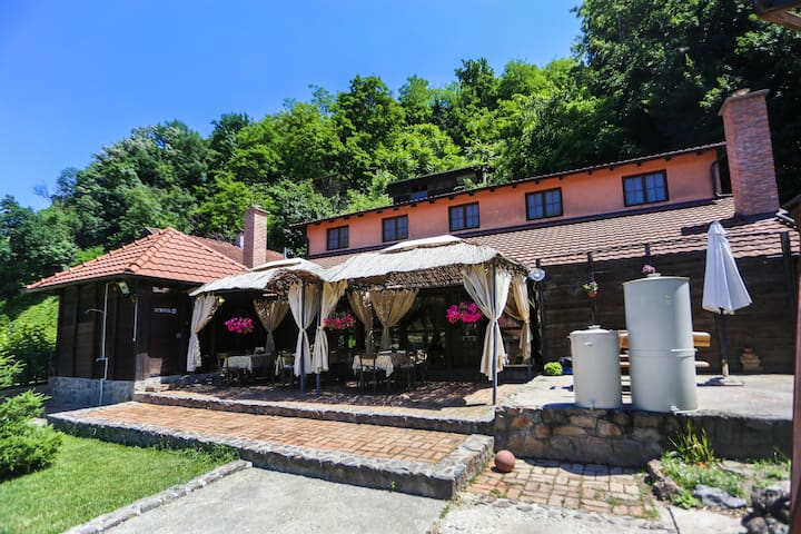 Bed&Breakfast 2  at Family Winery at Fruška gora