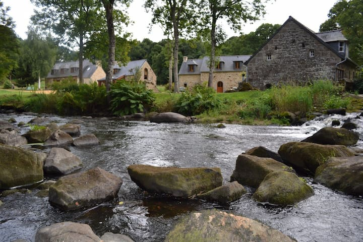 Moulin du Pont Koz: panoramic mill by the river