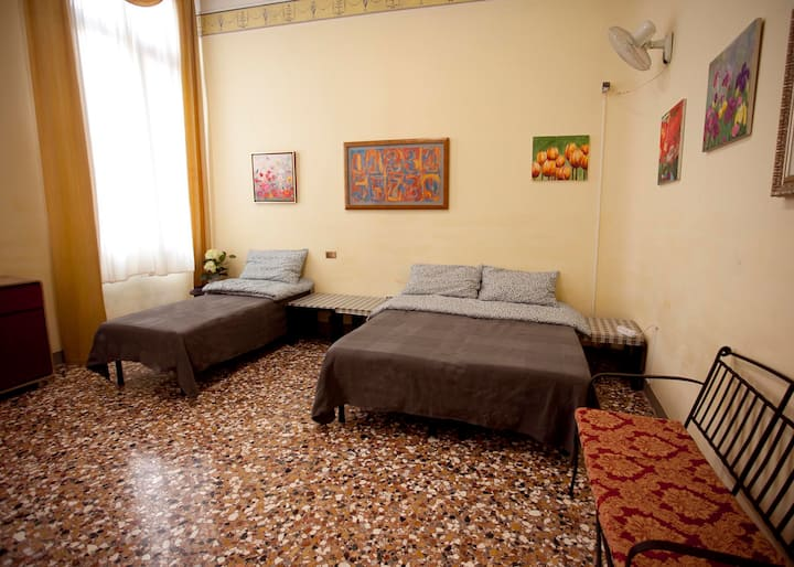 Comfy and classic room, 5-minutes to Rialto bridge