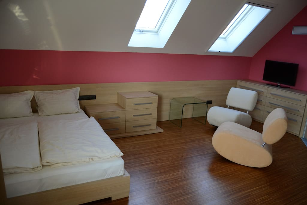 Pink room with balcony and mountain view