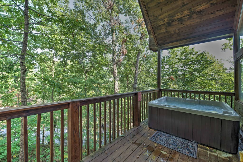 Offering upscale amenities, this Tennessee property is one of a kind!