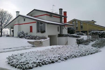 benedetta   vicino venezia, ai coll - Case Sartori - Villa
