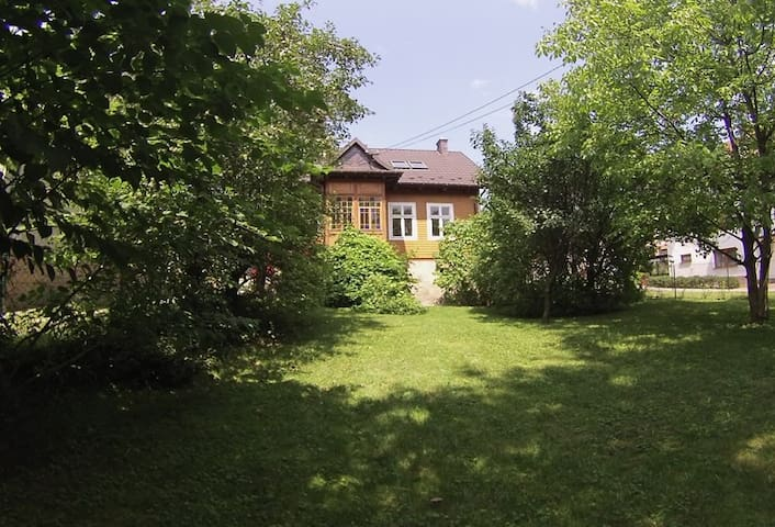THE COTTAGE RETREAT SLEEPS 8, MYSLENICE, KRAKOW - Myślenice - 獨棟
