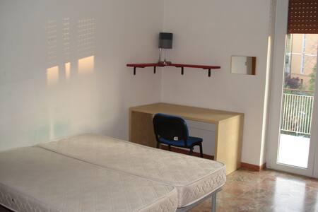 Chieti stanza singola via dei Martiri Lancianesi - Chieti - Lägenhet