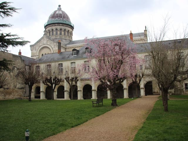 Loire Valley 2-room flat in 11th century cloister