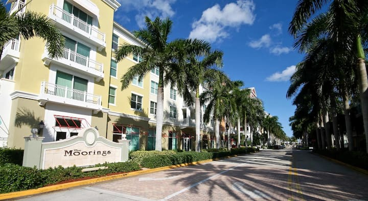 Luxury 2BR on Marina close to beach and shopping.