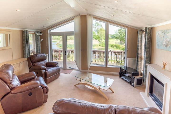 Luxury lodge on 5* country holiday park (L04)