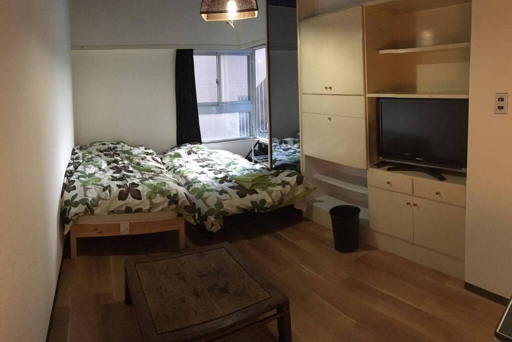 部屋はワンルームですが、十分な広さです。2名様まで対応いたします。