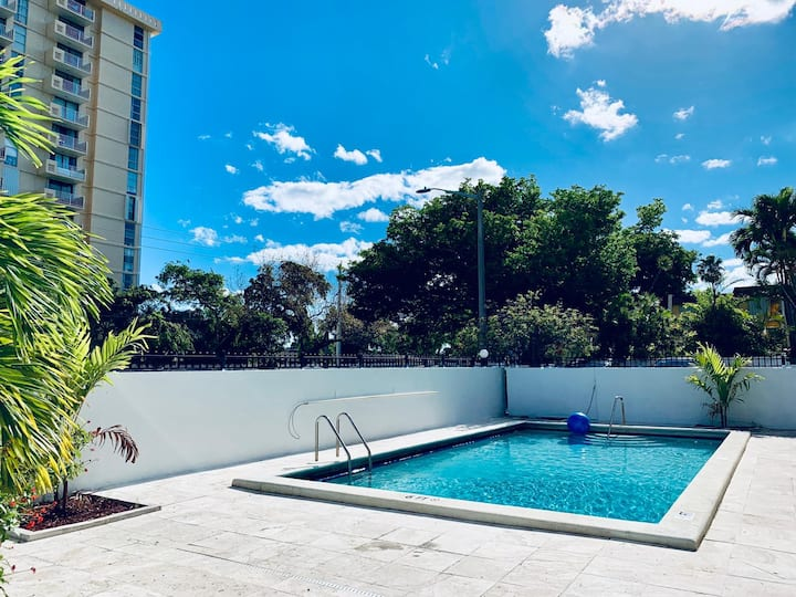 Gorgeous 1/1 in Keystone Point with pool #202