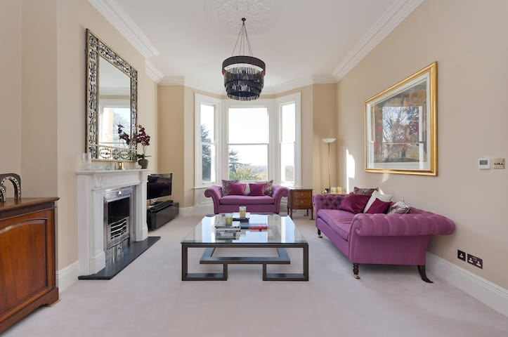 Beautiful 2 Bed Apartment with Phenomenal Views