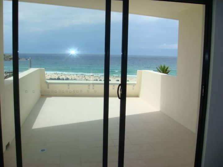 Centre of Bondi Beach - Apartment